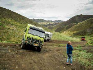 Gobi – Stuck with a truck